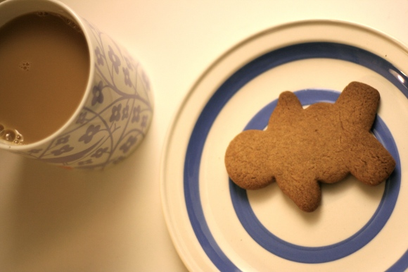 Gingerbread and tea