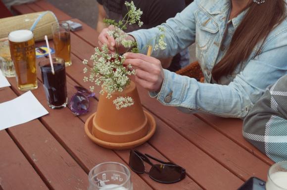 pub flower arranging