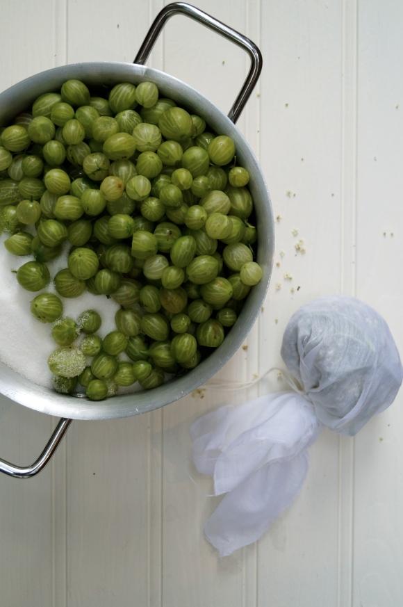 gooseberry jam prep