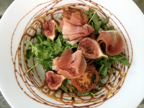 Fig and parma ham salad